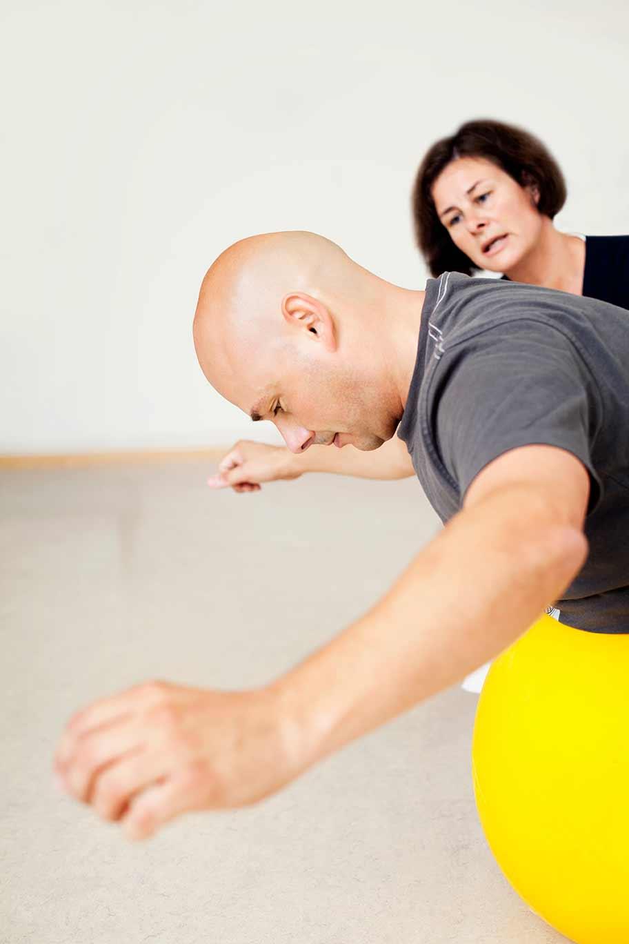 rehabilitering, övningar på balansboll